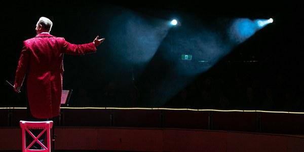 Espectacle de circ. / Mark Williams