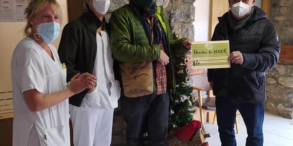 La Residència d'avis i àvies de Sant Roc rep un donatiu de 2.000 euros del Cerdanya Ecoresort
